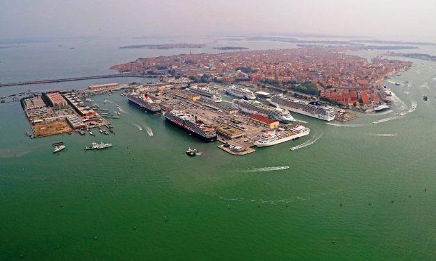 """Crociere, """"grandi navi"""" fuori da Venezia: dal 1 agosto a Marghera"""