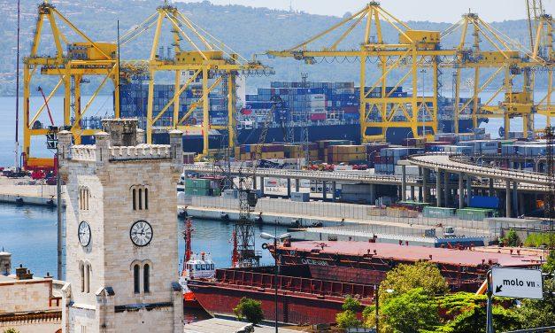 Porto di Trieste, si chiede extradoganalità per puntare all'industria
