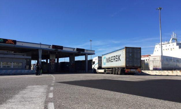 Porto di Trieste, terzo giorno di presidio a uno degli ingressi